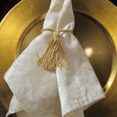GOLD CHARGERS & NAPKIN TASSELS